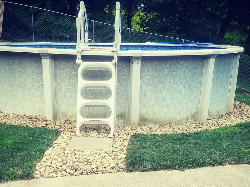Outdoor Entertainment Rock Bed Pool Area